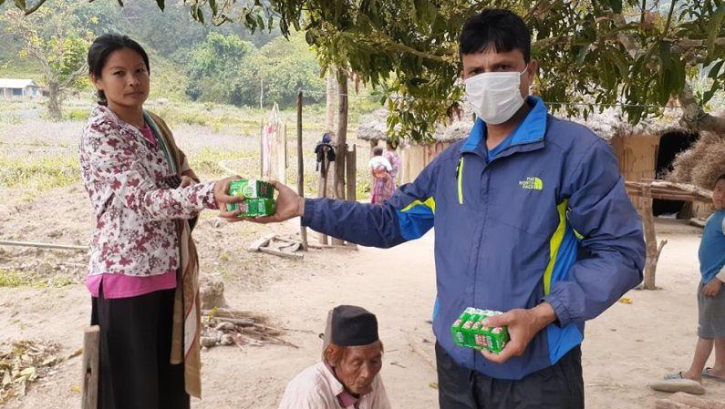 Coronavirus: Uddeling af sæbe i landsbyerne