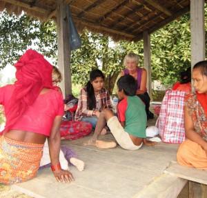 Open Clinic i Indrabasti - Arati tolker for Anette og Gitte